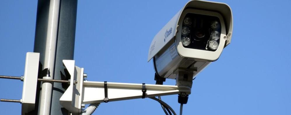 Strappa le telecamere dall'ostello  Denunciato un giovane