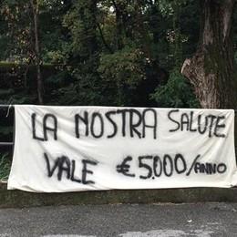 Antenna, la protesta esplode  Nuovi striscioni a Erba