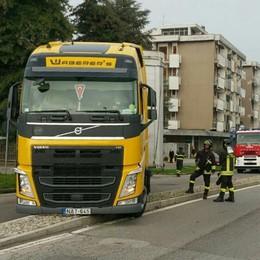 Mariano, altre polemiche sui cordoli  «In viale Lombardia sono un danno»