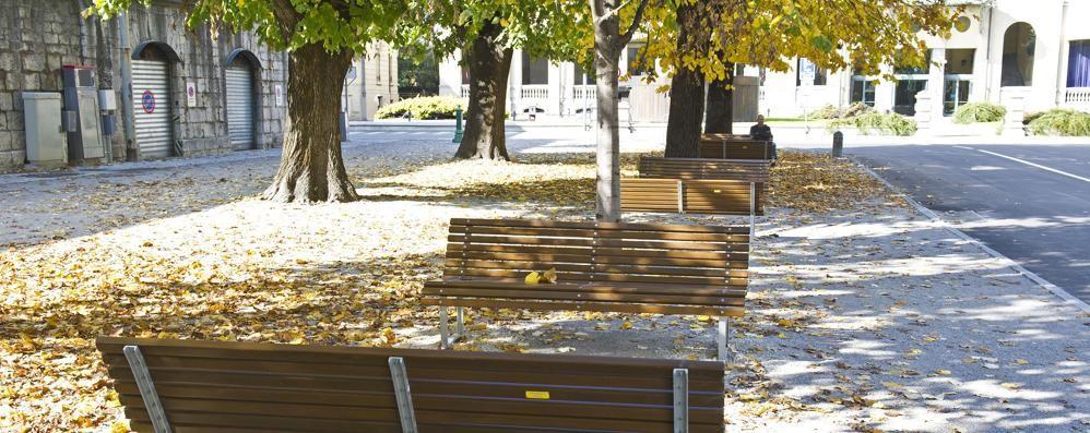 Nuova piazza Roma, ecco le panchine  E ne arrivano trenta in piazza Cavour