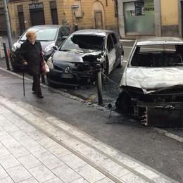Olgiate,  altra auto in fiamme  «La gente ha paura»