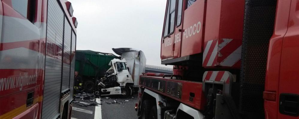 Incidente tra due camion    in autostrada a Lomazzo