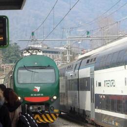 Erba, un guasto manda in tilt i treni  Pendolari, incubo treni lumaca