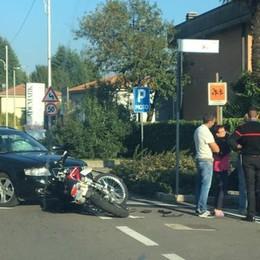Auto contro moto sulla Briantea  Un ferito, disagi per il traffico