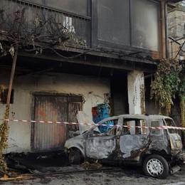 Bruciata l'auto al sindaco di Sorico  «Non mollo, ma spero li prendano»