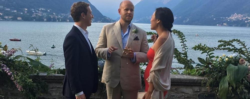 Zuckerberg sul lago per le nozze Ma avvicinarsi è impossibile