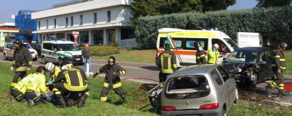 «Nessuno si ferma per l'incidente»  Sfogo di un soccorritore ad Inverigo