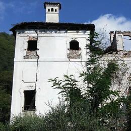 """Sorico, il """"Palazzotto"""" sta cadendo a pezzi  La triste fine di una villa piena di storia"""