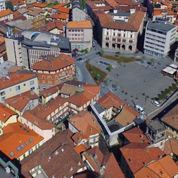 Commercianti in rivolta a Cantù  «Maxi isola pedonale, no al test»