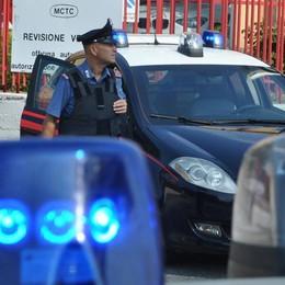 Cerca di rubare un'auto Arrestato dai carabinieri