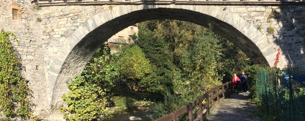 Passeggiate de La Provincia A Ponte Lambro lungo il fiume