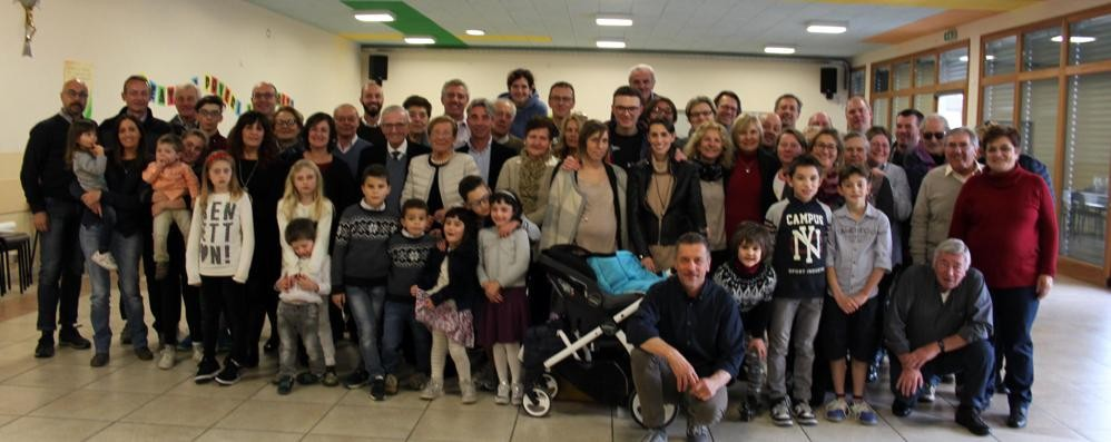 Guardate che grande famiglia  A Uggiate si ritrovano in 70