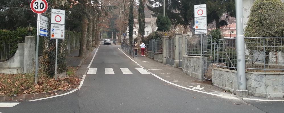 Olgiate, troppe auto nella Ztl  Il sindaco: «Pronto a fare il vigile»