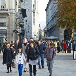 Como, migliaia di turisti per il ponte festivo  Ma Villa Olmo e musei restano chiusi