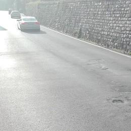 Quando il rimedio è peggiore del male  Il nuovo asfalto sulla Regina sta cedendo