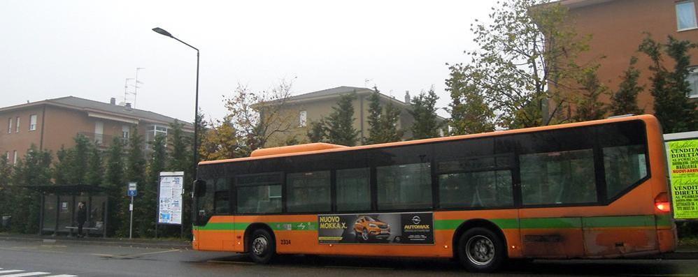 «Rumore e smog dalle 5 del mattino»  Cantù, contestato il capolinea dei bus