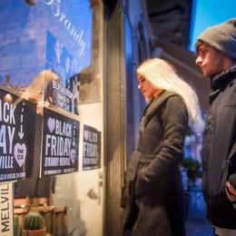 Shopping, il Black Friday  porta gli sconti in centro  Aderisce anche il teatro