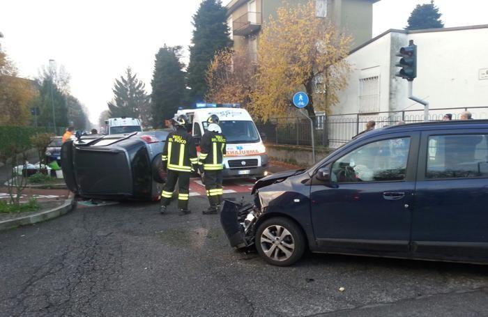 Un'altra immagine dell'incidente in  via San Carlo