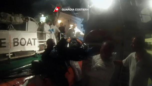 Migranti: 99 dispersi in naufragio