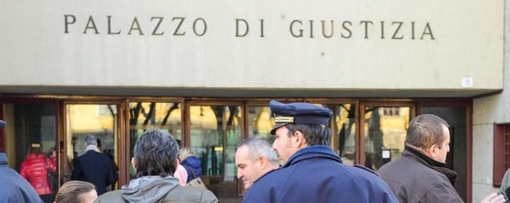 Como: processo alla poliziotta  «Io, perseguitato  dopo l'incidente col figlio»