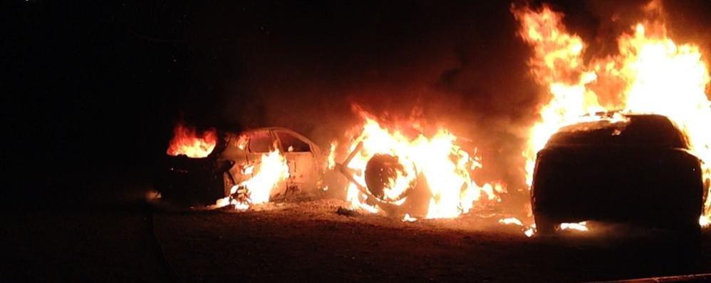 Cardina, incendiate tre auto  Si indaga sui rapporti tra vicini  (video)