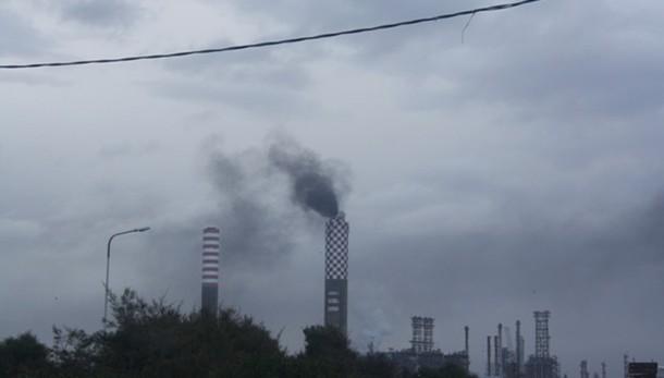 Esplosione in raffineria Eni nel pavese