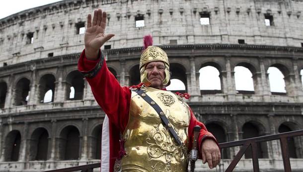 Raggi,ordinanze stop centurioni e risciò