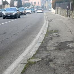 La città delle buche sulle strade   Cantù, una causa alla settimana