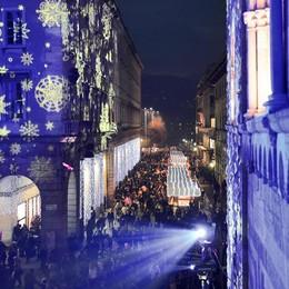"""Tutti """"spiati"""" dallo smartphone  L'8 dicembre in piazza duomo  ottantamila passaggi"""