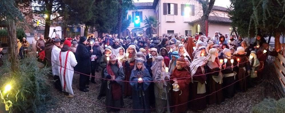 Presepe vivente, altro successo  Folla in centro a Cantù