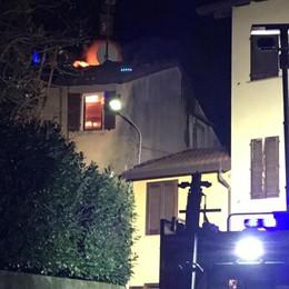 Brucia tetto di un'abitazione  Pompieri in azione a Maccio