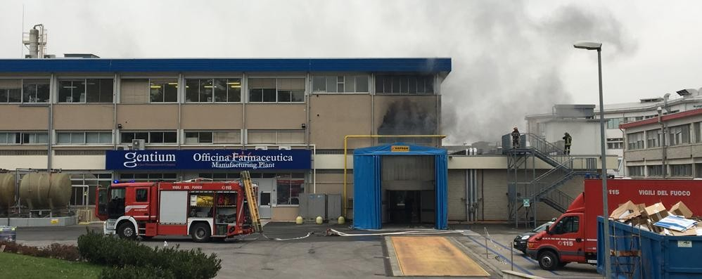 Villa Guardia, incendio  in un'azienda farmaceutica