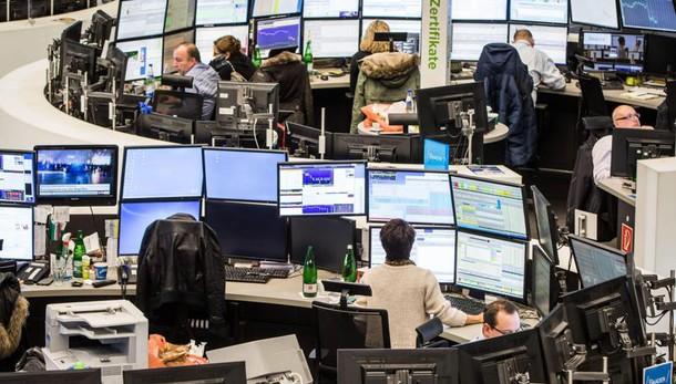 Borsa: Milano chiude in calo, -0,49%