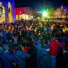 «Como è con Aleppo»  Musica e candele  in piazza per la pace