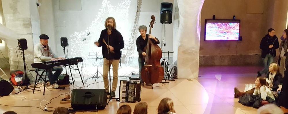 Il Sociale spegne le luci Musica e voci per Aleppo