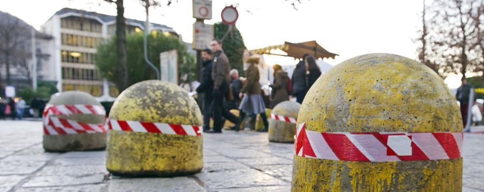 Como, barriere in piazza  contro gli attentati