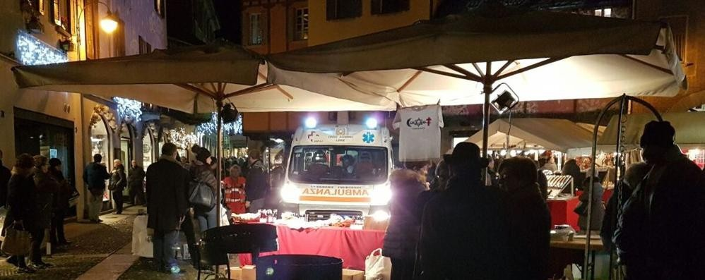 Como, chiede l'elemosina in piazza San Fedele: aggredito e ferito alla testa