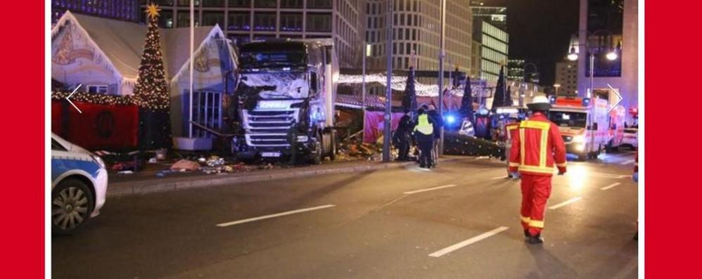Camion piomba sul mercatino di Natale  Berlino, nove morti e 50 feriti  Arrestato l'autista, morto il complice