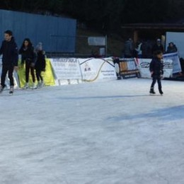 Lanzo, assalto alla pista del ghiaccio   Ma la Valle sui pattini aspetta la neve