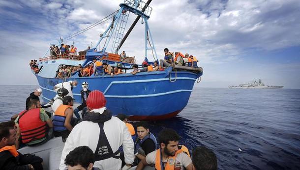 Migranti:169 su barcone,soccorsi in mare