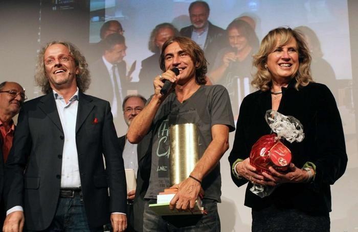 Ligabue, premiato nel 2012, con  Vittorio Colombo e Bambi Lazzati