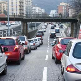 Como, code e caos traffico  Autosilo deserto  nonostante lo sconto