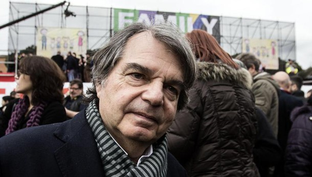 Banche: Fi, ma Renzi vuole commissione?