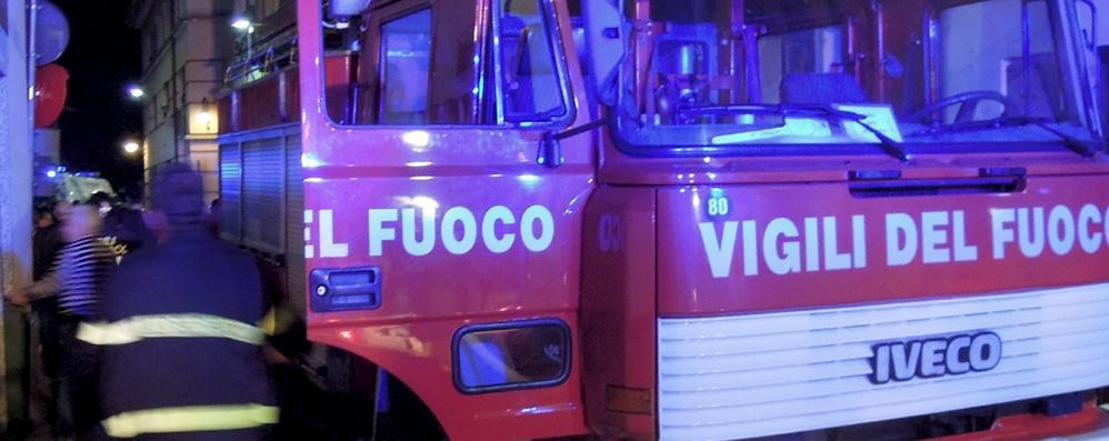 Va a fuoco un autobus  nel deposito di Appiano