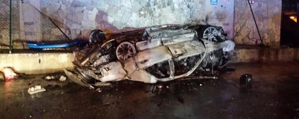Spaventoso incidente sulla 36 a Piona Auto si ribalta,  muore   un ventenne della Valchiavenna