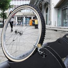 Vede on line la bici rubata, i carabinieri la recuperano