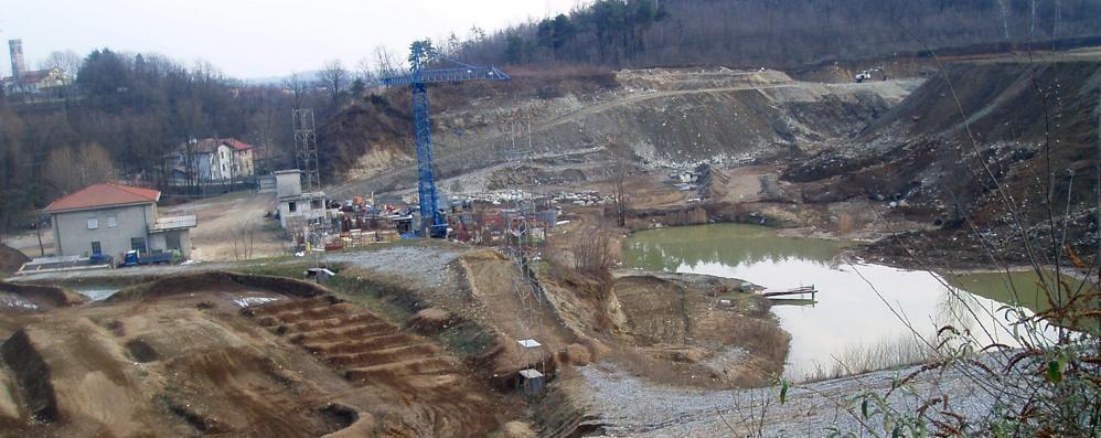 Olgiate rinuncia alla sede del parco  «Inerti svizzeri nella vecchia cava»
