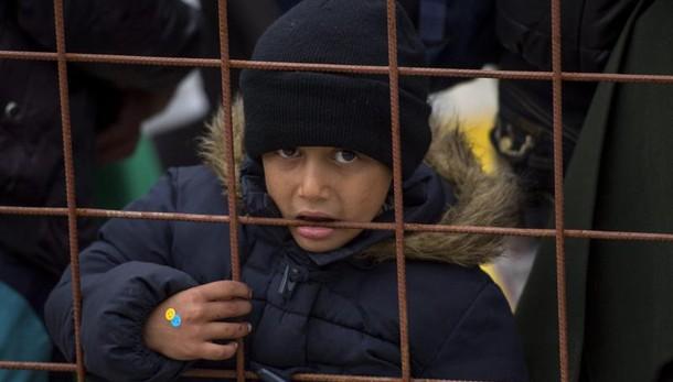Oxfam: 'passi indietro' Ue su migranti