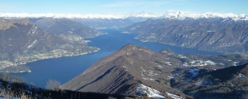 I cantoni e l'assurdo del lago  Potrebbe essere diviso in tre