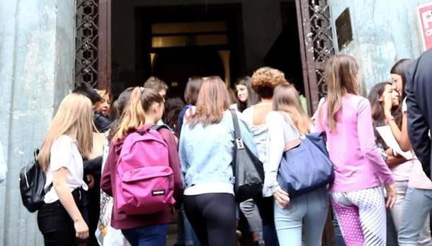 Scuola: iscrizioni, 53,1% sceglie licei